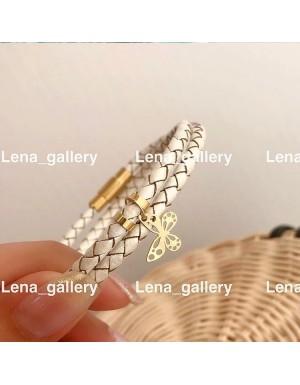 دستبند-چرمی-با-آویز-پروانه